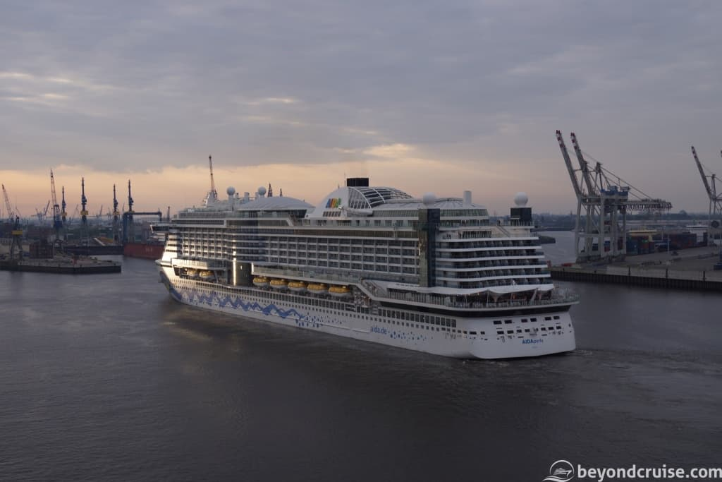 AIDAperla arriving in Hamburg