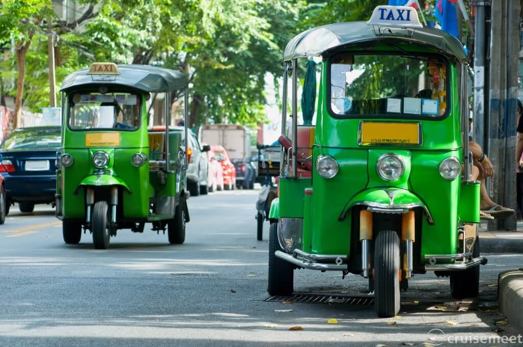 Bangkok: Green tuk-tuks transport visitors around the city