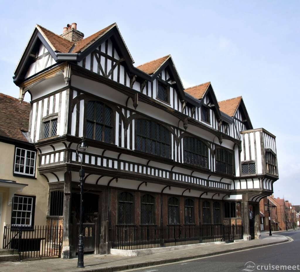 Southampton: Tudor House museum. Located in buildings from 1492