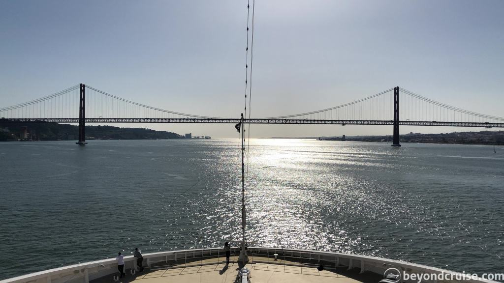 MSC Magnifica sailing under the 25 de Abril Bridge