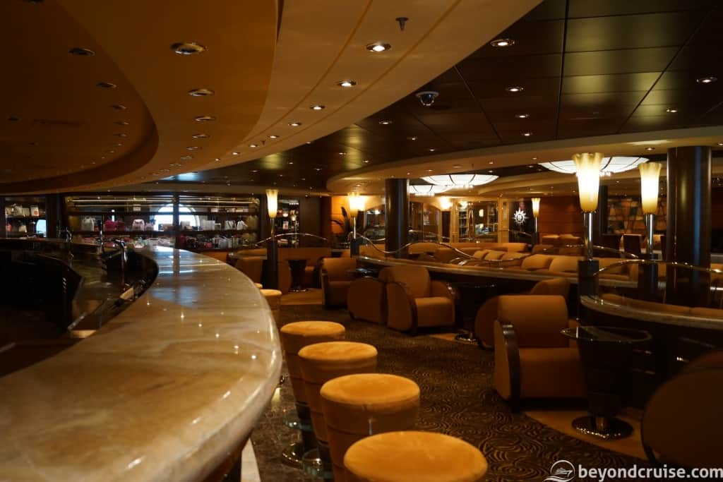 MSC Magnifica Topazio Bar and shops