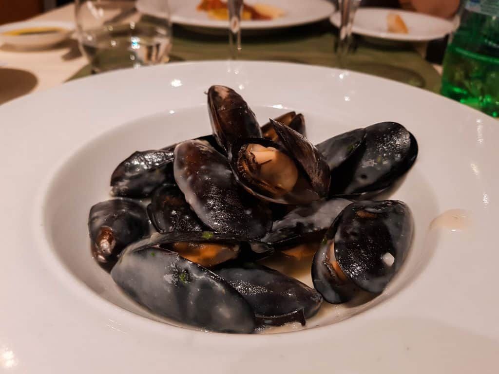 Main Dining Room Dinner – Mussels in White Wine Sauce Starter