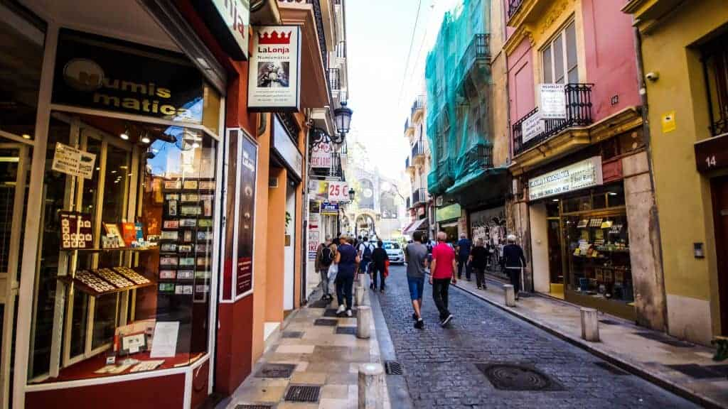 Valencia – Walking through the streets, headed to the Central Market