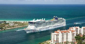 Norwegian Cruise Line - Norwegian EPIC approaching Miami