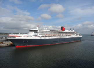 Queen Mary 2 in Southampton